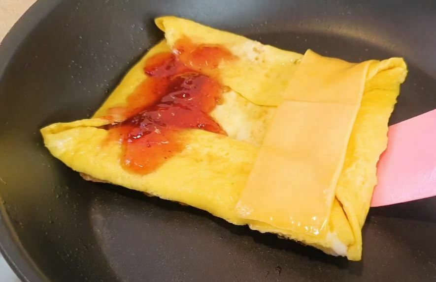 Strawberry jam and cheese